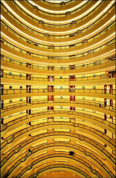 Shanghai 2000. Andreas Gursky. C-print